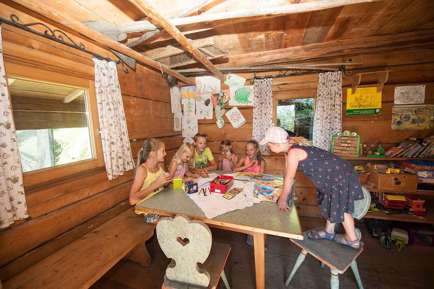 Biobauernhof Spielhütte am Kinderbauernhof